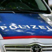 Bizau: Auto rammt Laterne - Polizei sucht nach Zeugin