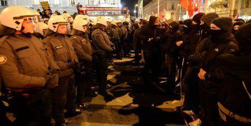 Festnahmen und Verletzte bei Demos gegen Akademikerball