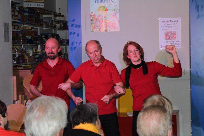 Theater Phoenix begeisterte in der Bibliothek Frastanz