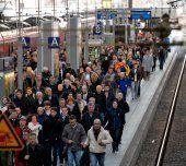 Fahrgäste der Deutschen Bahn brauchen viel Geduld