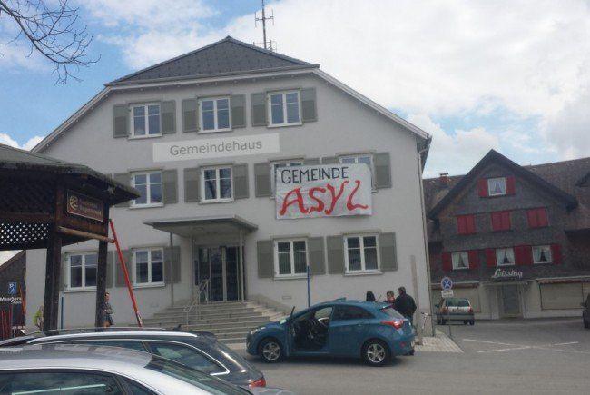 Die Polizei bereitet offenbar die Abschiebung eines Flüchtlings in Alberschwende vor.
