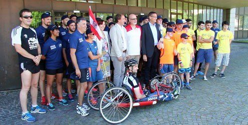 Special-Olympics-Athleten tragen Fackel von Bregenz bis Bludenz