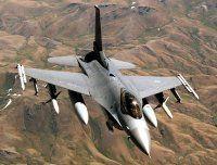 Model dreht im Flieger durch: Kampfjet-Einsatz