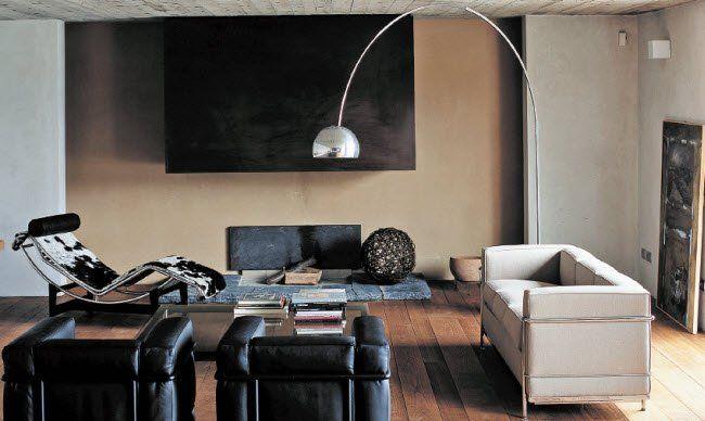 Die Plastic Chairs von Charles und Ray Eames gehören zu den ...