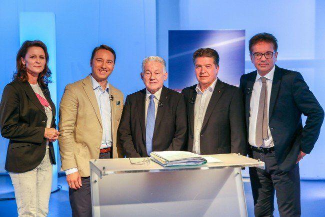 Landtag, 442 Gemeinderäte und Bürgermeister stehen in ...