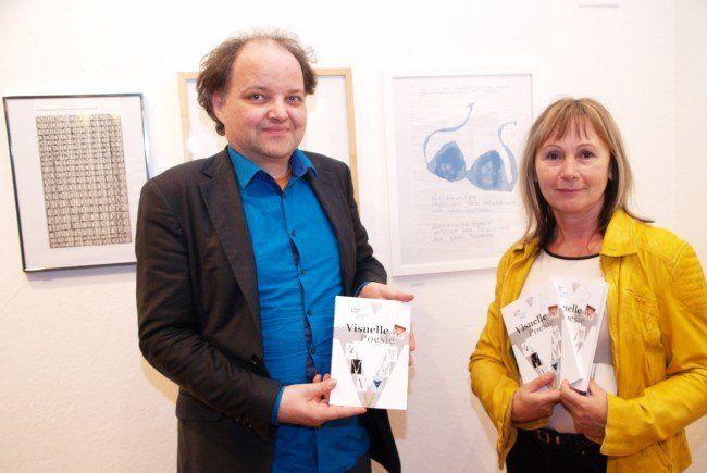 Günter Vallaster und Erika Kronabitter bei der Eröffnung der Ausstellung in Theater am Saumarkt.