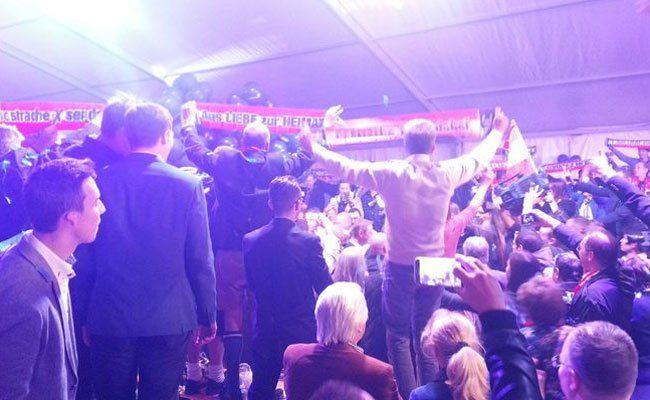 NPD-FPÖ: Party unter Freunden?