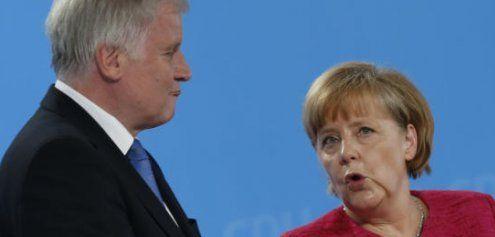 Bayern droht: Klage gegen Merkel – Flüchtlinge zurück an die Grenze
