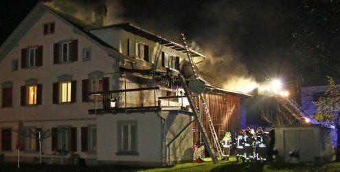 Lustenau: Wohnhaus fing Feuer - Florianijünger im Großeinsatz
