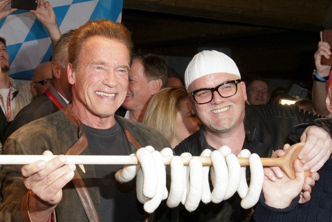 """Selbstverständlich war """"Arnie"""" der große Star bei der legendären Weißwurstparty am Kitz-Wochenende."""