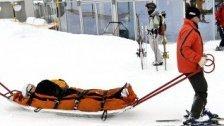 Lech: Skifahrer fährt in Schlange vor dem Lift