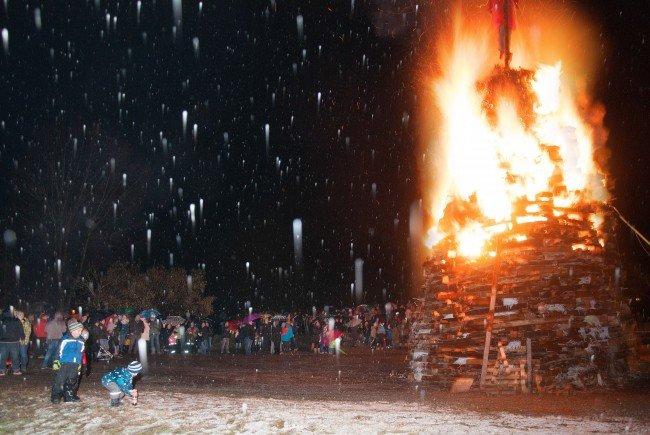 Kinderfunken, Feuerwerk und frische Funkenküchle in Alberschwende