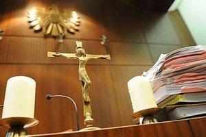 Freundin verprügelt und schwer verletzt: Geldstrafe für 20-Jährigen
