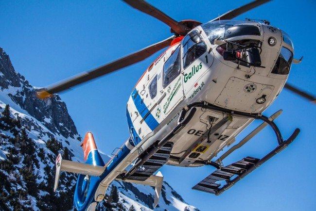 Verletzter Snowboarder von Gallus 1 in Warth-Schröcken mittels Seil geborgen.