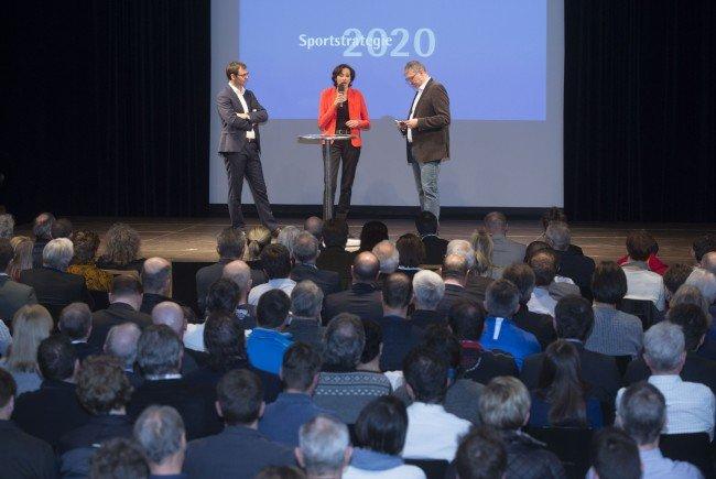 """Sportstrategie 2020 offiziell präsentiert – LH Wallner und LR Mennel: """"Ambitionierter Fahrplan und Arbeitsprogramm für die nächsten fünf Jahre""""."""