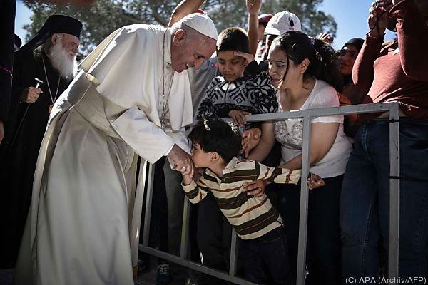 Papst kennt keine Berüchrungsängste