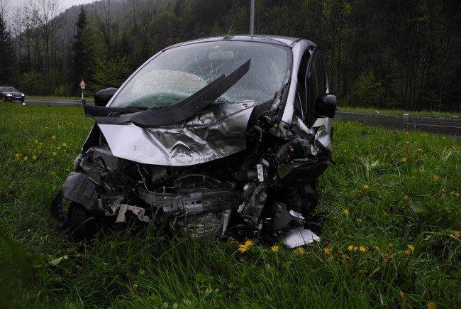 Totalschaden an beiden Fahrzeugen.