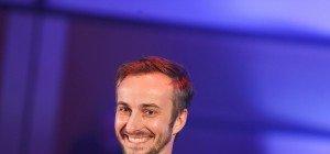 Böhmermann gibt sich auf Facebook-Video als nachdenklicher Clown