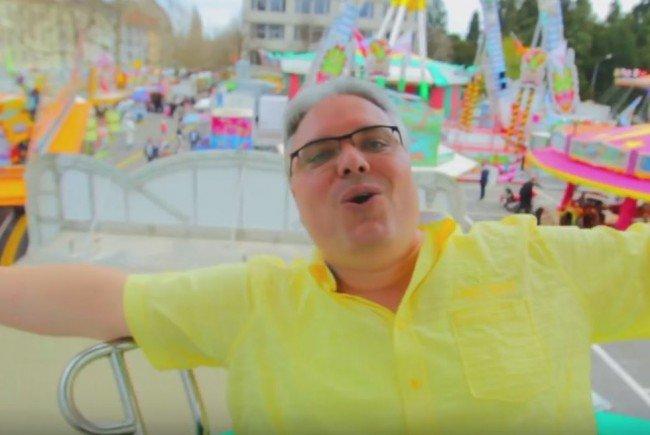 """In seinem Hit """"Äs isch Chilbi Ziit"""" singt Marcel Rohner über die Kilbi."""