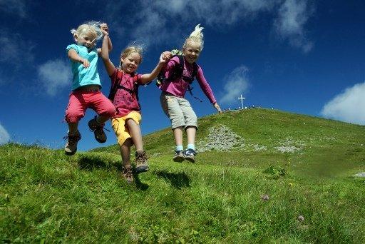 Viel Spaß wartet während den Ferien auf kleine Gipfelstürmer am Diedamskopf.