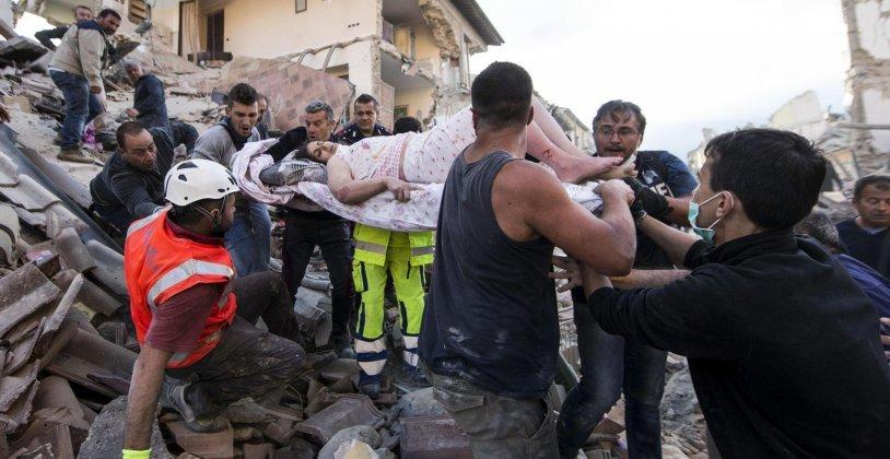 Erdbeben erschüttert Italien: Immer mehr Tote - Dutzende unter Trümmern vermisst