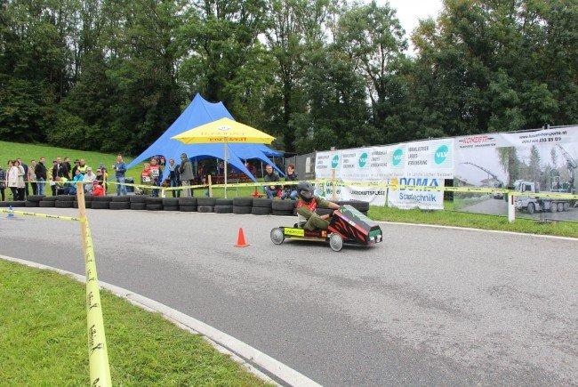 Jugendfeuerwehr Düns feierte 20jähriges Jubiläum mit neuem Seifenkistenrennen.
