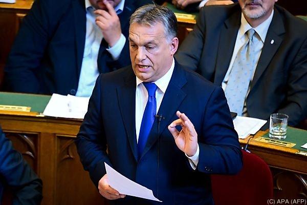 Orban besteht trotz ungültigem Referendum auf die Verfassungsänderung
