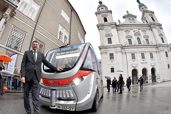 """Verkehrsminister Jörg Leichtfried mit dem """"Arma"""""""