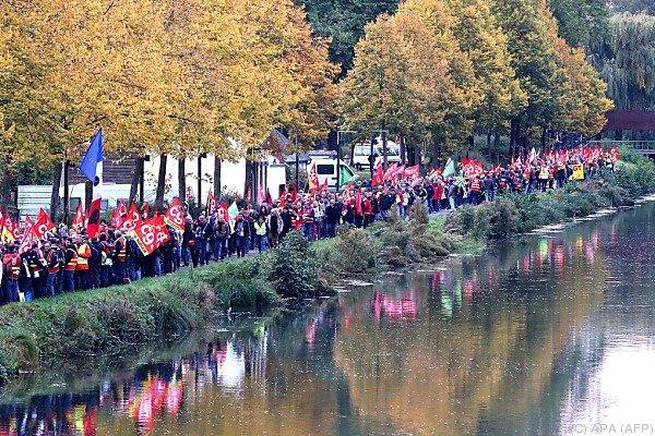 Hunderte Polizisten marschierten mit