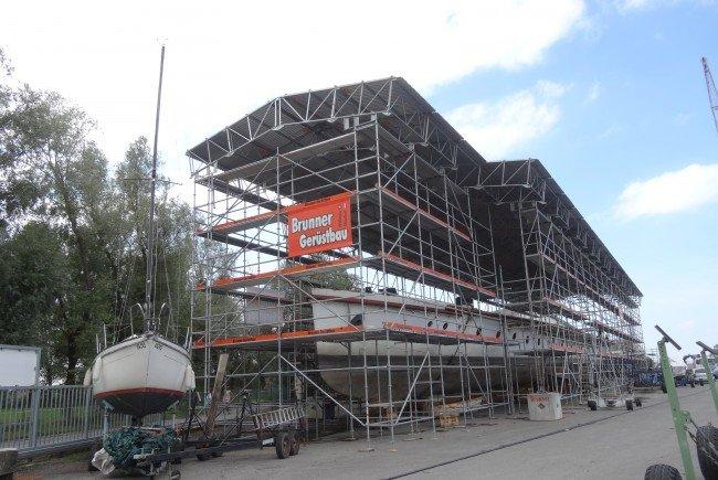 Nun wird mit der Renovierung und der Restaurierung der MS Österreich begonnen.
