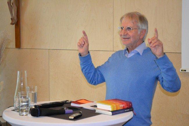Der Schweizer Theologe und Autor Pierre Stutz weiß sein Publikum zu faszinieren.