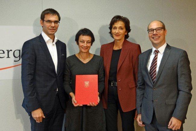 Die FH Vorarlberg startet auf Erfolgskurs ins neue Studienjahr – v.l.: Rektorin Tanja Eiselen, Landeshauptmann Markus Wallner, Landesrätin Bernadette Mennel und Geschäftsführer Stefan Fitz-Rankl.