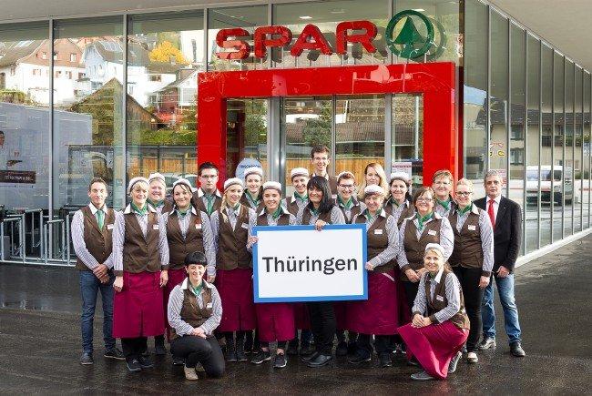 Marktleiterin Simone Fijatowski (Mitte) und ihr Team begrüßen ihre Kundschaft ab Mittwoch, 19. Oktober 2016 in ihrem neu gestalteten Geschäft.