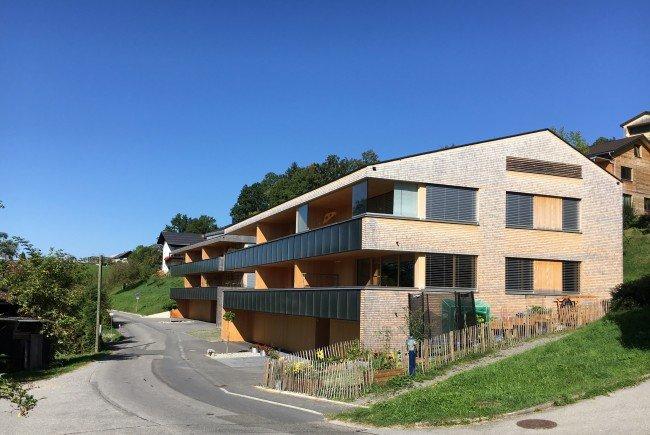 Noch energieeffizienter als klassische Passivhäuser: Die beiden Mehrfamilienbauten in Langenegg wurden im September nach Passivhaus Plus-Standard zertifiziert.