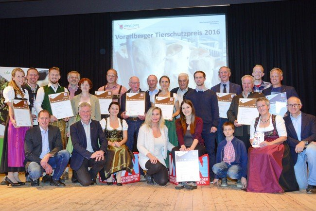 Die Preisträger im Gemeindesaal von Doren.