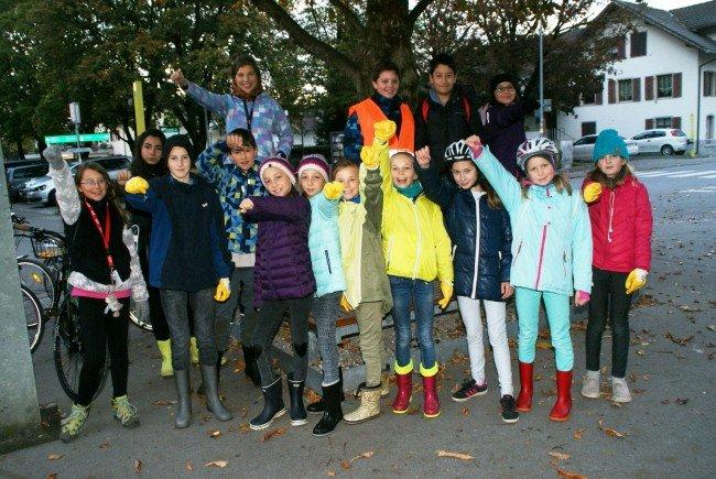Allen voran zogen die Kinder begeistert los, um das Gemeindegebiet vom Müll zu befreien.