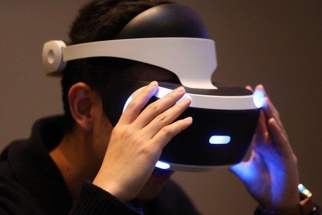 Die VR-Brille ist mit Vorsicht zu genießen.