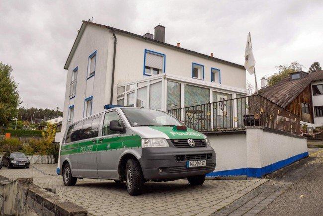 """Der am Mittwoch von einem sogenannten """"Reichsbürger"""" im bayerischen Georgensgmünd angeschossene Polizist ist seinen schweren Verletzungen erlegen."""