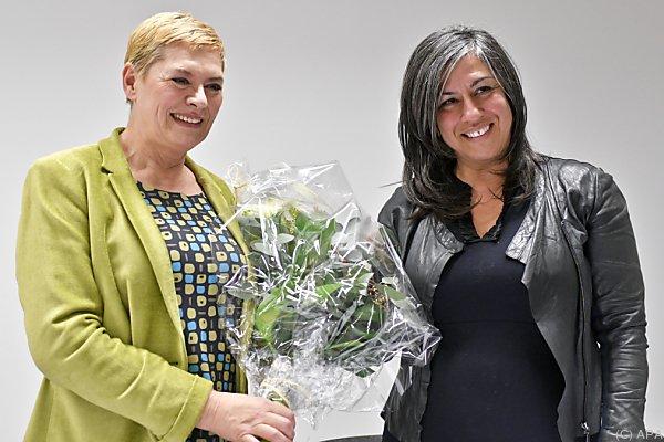 Blumen für die neue Bezirkschefin Lichtenegger