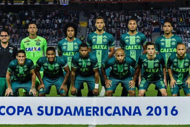 Ein brasilianisches Flugzeug, mit dem die Mannschaft Chapecoense reiste, ist offenbar in Kolumbien abgestürzt.