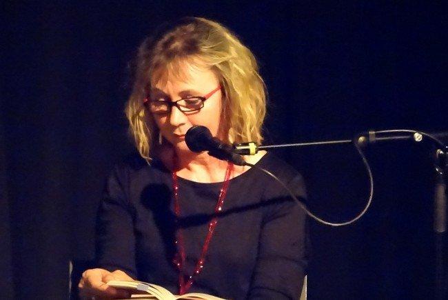 """Erika Kronabitter las Auszüge aus ihrem neuesten Roman """"La Laguna""""."""