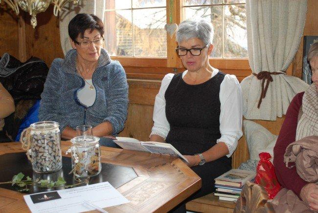 Erna Ganahl lud zu einer besinnlichen Weihnachtslesung in das Frühmesshaus in Bartholomäberg.