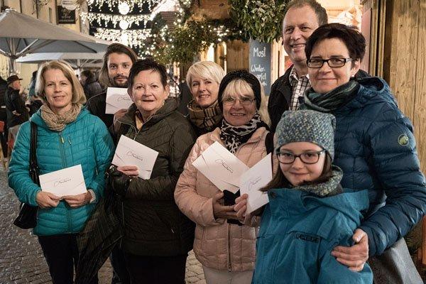 Die ersten Gewinner des Bludenzer Weihnachtsgewinnspiels freuten sich über Einkaufsgutscheine im Wert von je 300 Euro.