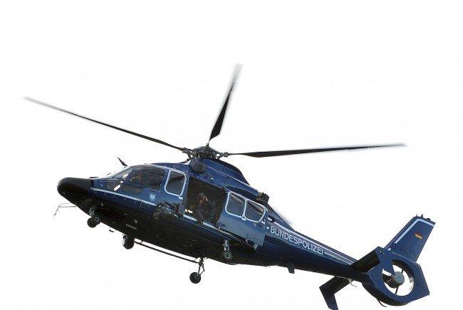 Mit einem Hubschrauber wurde nach den Flüchtlingen gesucht.
