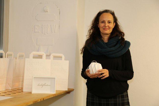 Kleines Debüt: Die Künstlerin Daniela Peter zeigte erstmals ihre Werke aus Papier in der Wexelstube.