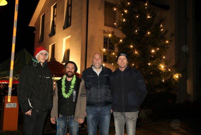 Kapellmeister Wolfgang Bitschnau, OJA-Leiter Peter Ionian mit Bgm. Thomas Pinter und Kommandant Werner Rettenberger.