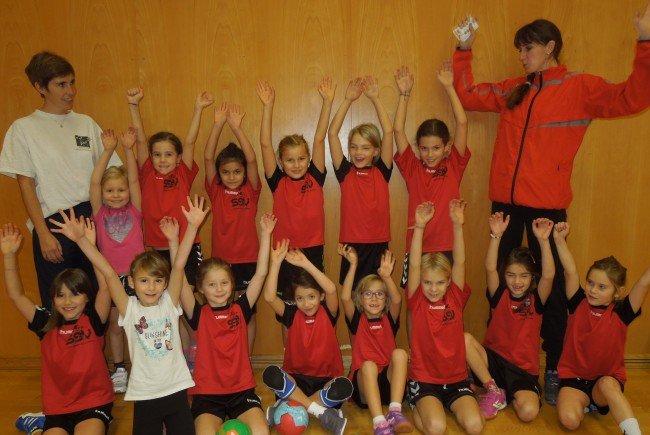 Spielen, Spaß, Teamgeist und Fairness stehen im Vordergrund beim Training der jüngsten Handballerinnen beim SSV Dornbirn.