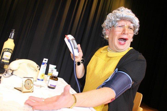 Oma Lilli, alias Comedian Christian Mair, besucht am 10. November den Sunnasaal Thüringerberg und gibt die letzte Vorstellung für 2016