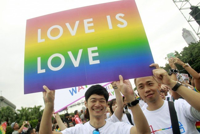 """Auf der ganzen Welt werden bei """"Gay Prides"""" für mehr Akzeptanz Homosexueller demonstriert."""