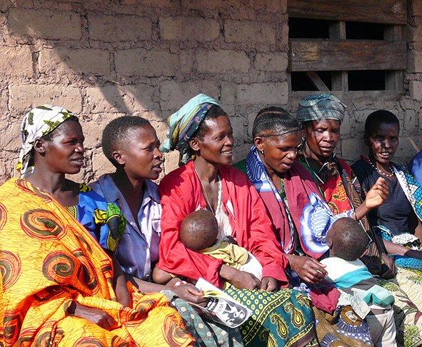 Versammlung in Mdabulo/Tansania